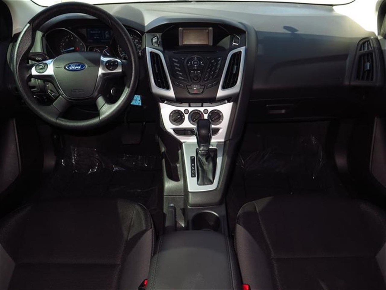 2014 FORD FOCUS 5dr HB SE 23037 miles 2 12V DC Power Outlets 2 Seatback Storage Pockets 4-Way P