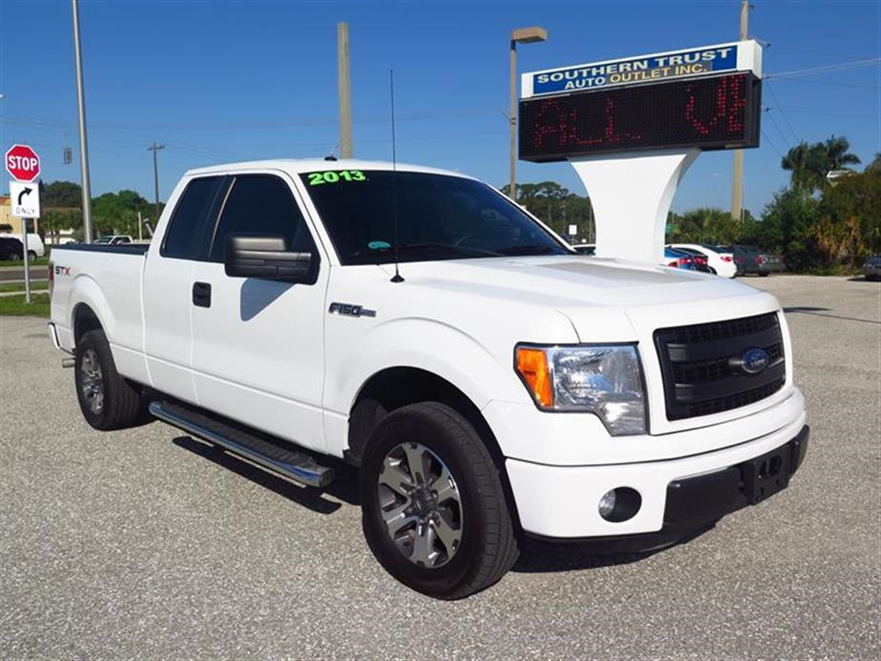 2013 FORD F-150 2WD SuperCab STX 57396 miles 6040 flip-up rear split bench seat Black ring wbla