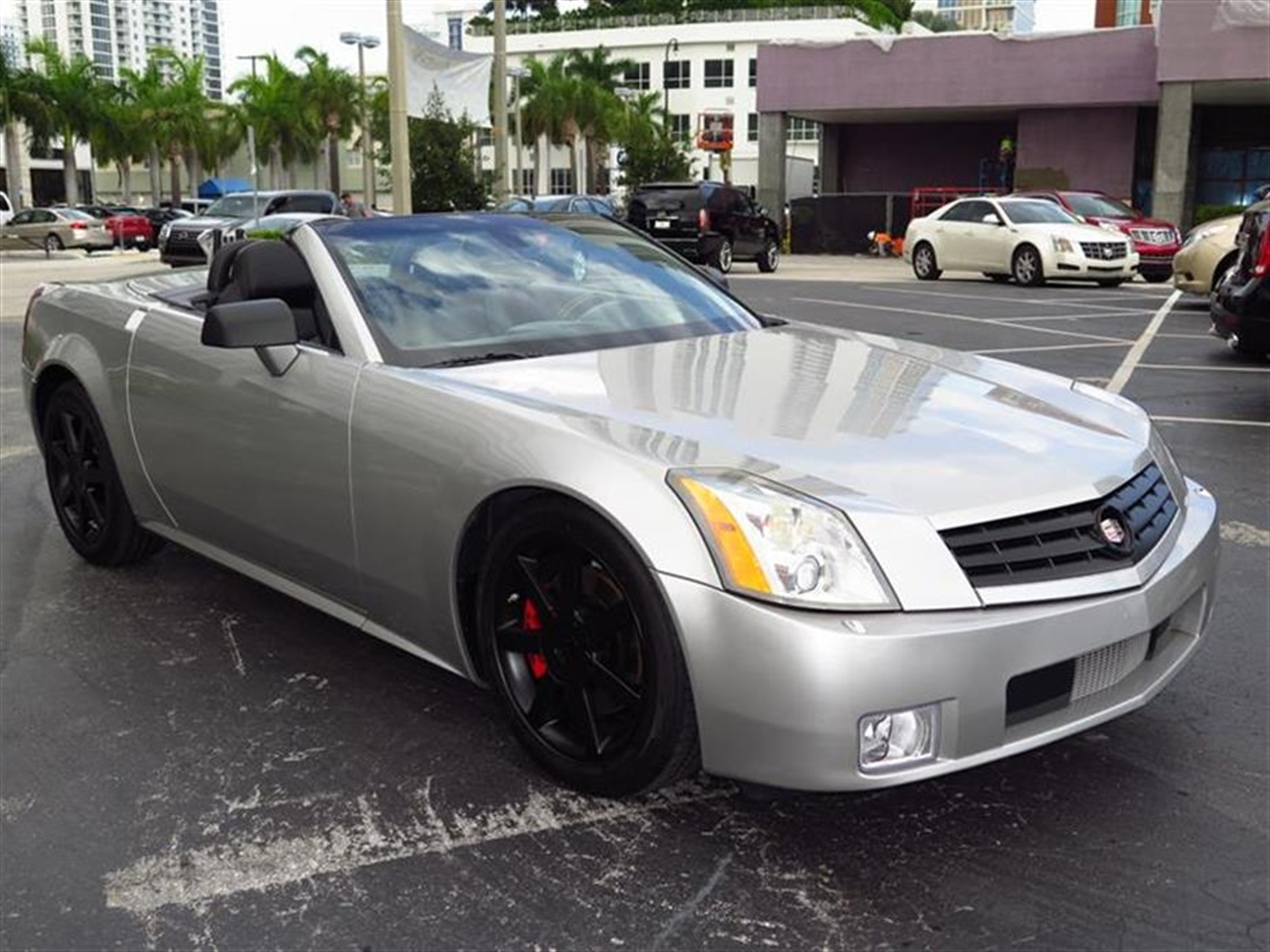 2007 CADILLAC XLR 2dr Convertible 25742 miles Accents interior aluminum on center console left-