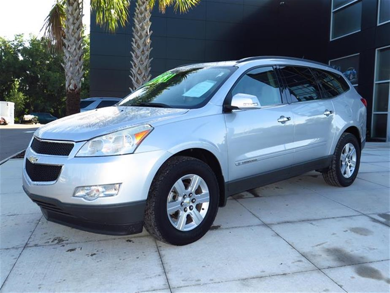 2009 CHEVROLET TRAVERSE FWD 4dr LT w2LT 69945 miles Air conditioning rear manual tri-zone autom
