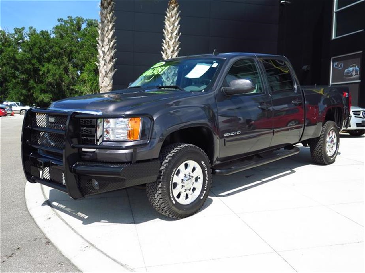 2011 GMC SIERRA 2500HD 4WD Crew Cab SLT 37177 miles Air conditioning dual-zone automatic climate