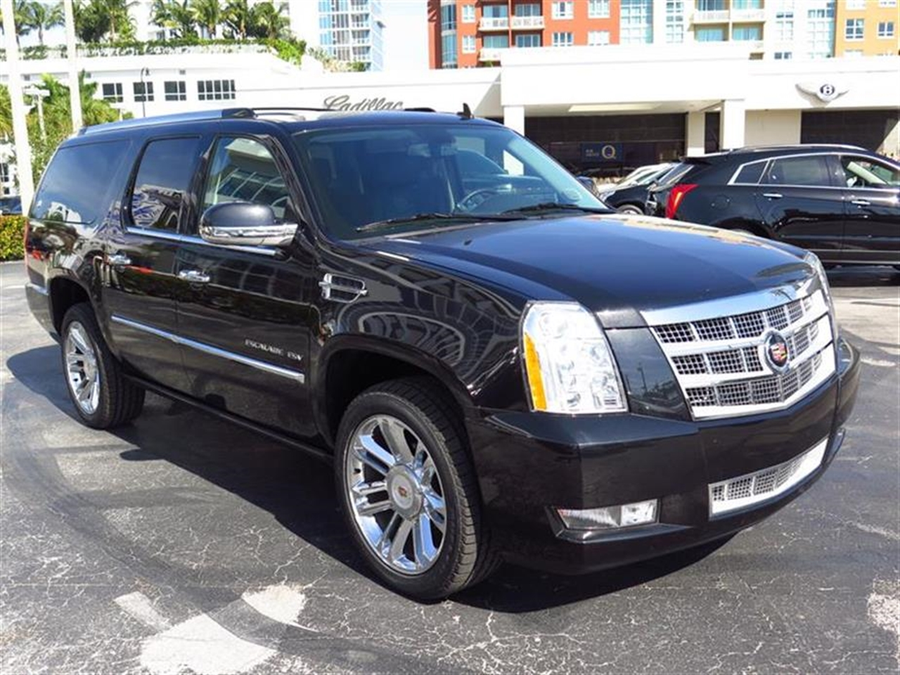 2013 CADILLAC ESCALADE ESV 2WD 4dr Platinum Edition 37183 miles VIN 1GYS3KEF6DR226838