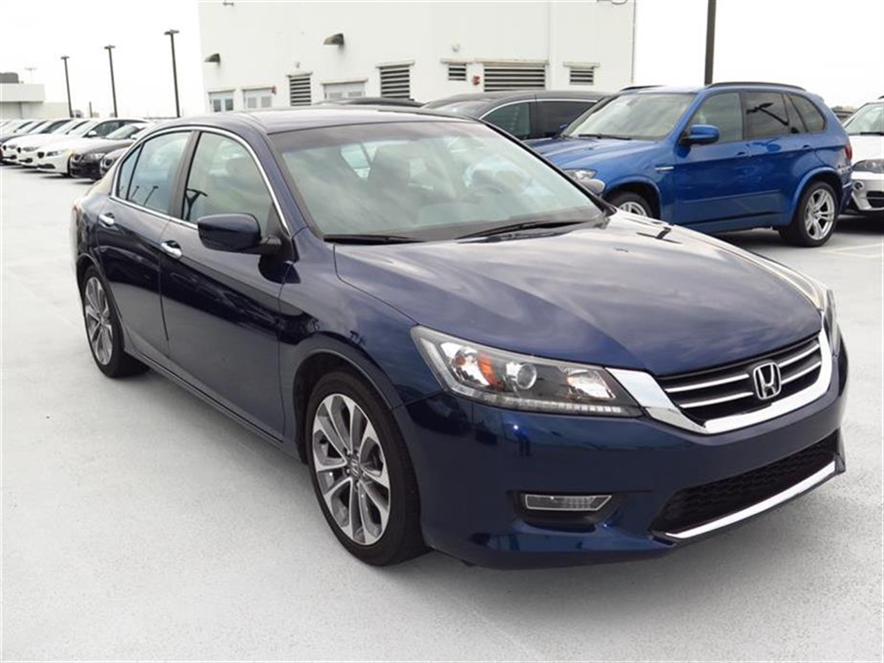 2013 HONDA ACCORD 4dr I4 CVT Sport 21977 miles 12V pwr outlets 8 multi-info display -inc avg fu