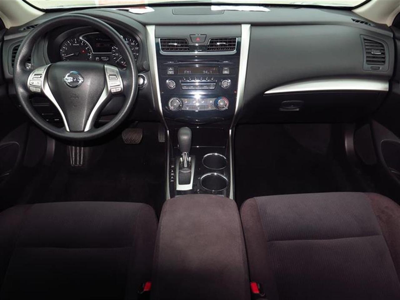 2013 NISSAN ALTIMA 4dr Sdn I4 25 S 38090 miles 6040 split-folding rear seat 6-way pwr driver