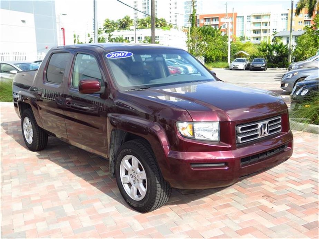 2007 HOND RIDGE 4WD Crew Cab RTS 60742 miles 2 front1 rear 12V pwr outlets 6040 split fold