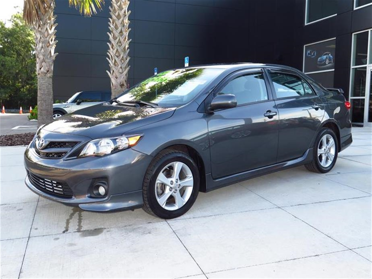2011 TOYOTA COROLLA 4dr Sdn Auto S 43512 miles 4 cup holders 12V aux pwr outlet 3-spoke sport