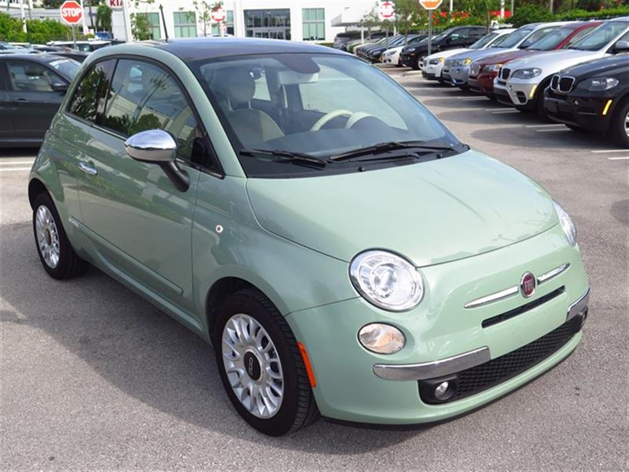 2013 FIAT 500 2dr HB Lounge 5002 miles 2 front cupholders 2 rear floor-mounted cupholders 50