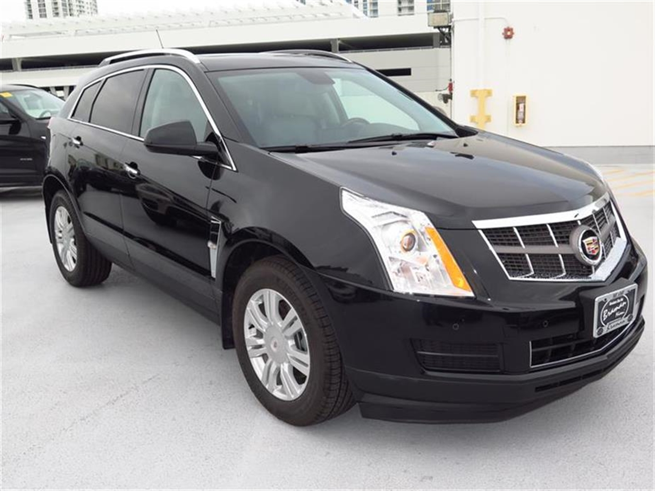 2011 CADILLAC SRX FWD 4dr Luxury Collection 49591 miles Adaptive Remote Start Armrest front cent