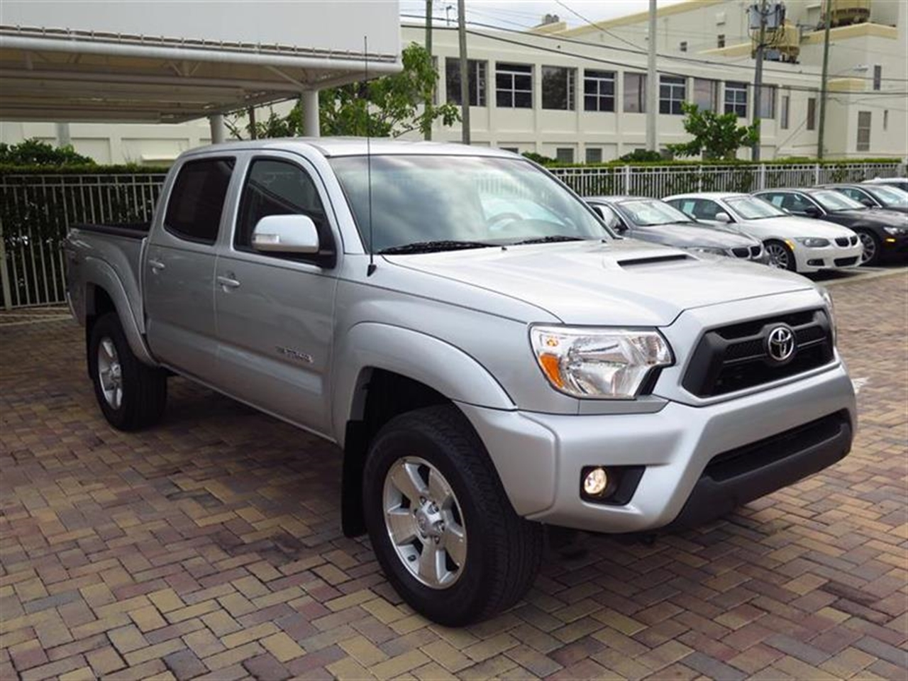 2013 TOYO TACOMA 2WD Double Cab V6 AT PreRunner 12572 miles 5 cup holders  bottle holders 60
