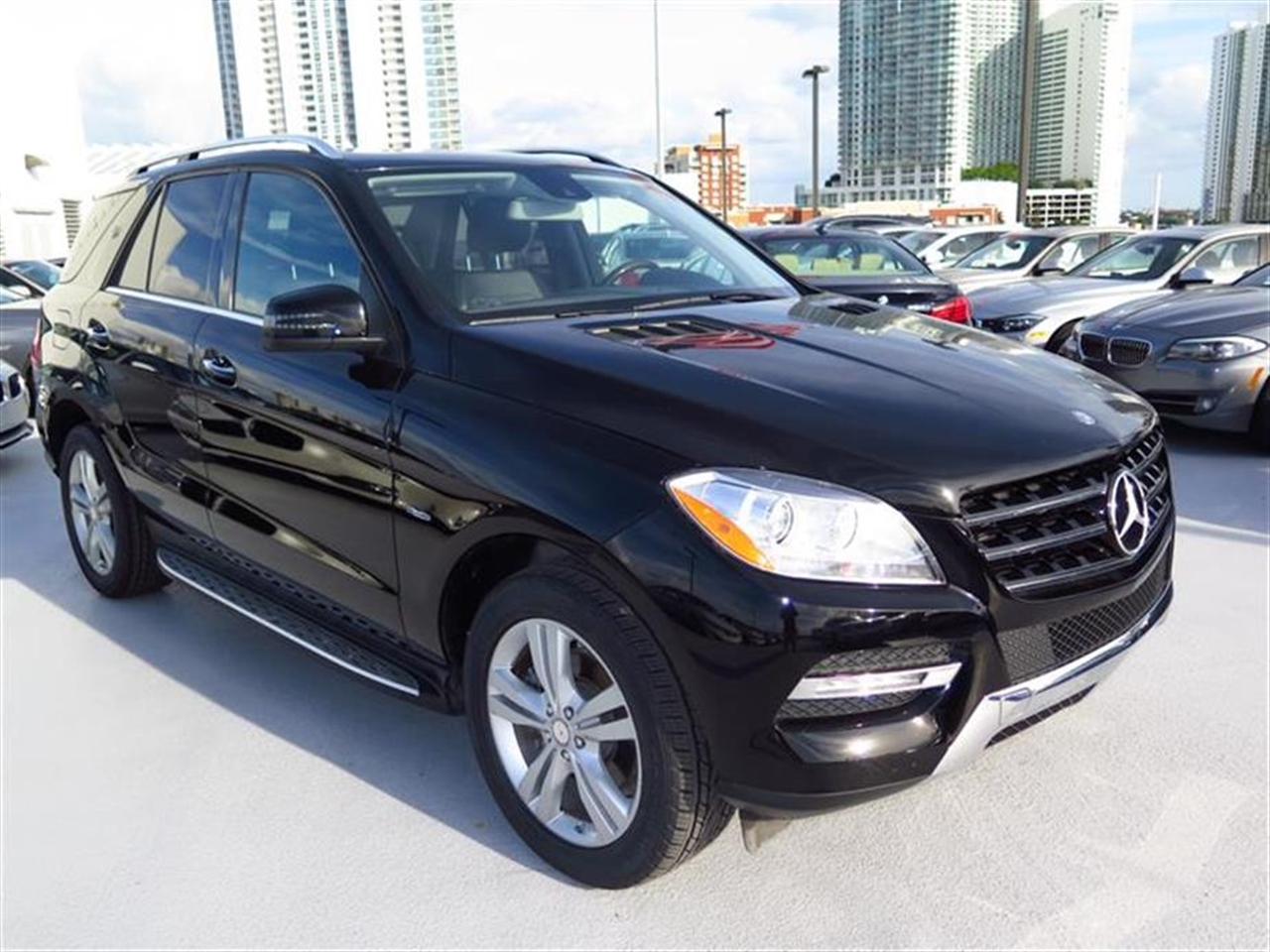 2012 Mercedes M-CLASS 4MATIC 4dr ML350 24593 miles 6040-split flat-folding rear seat 8-way pwr f