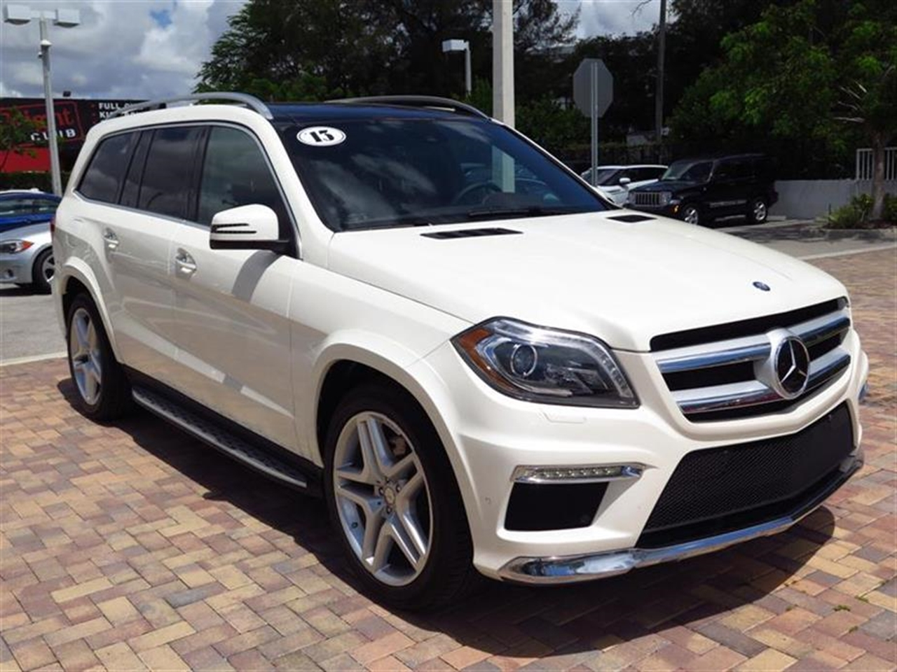 2013 Mercedes GL-CLASS 4MATIC 4dr GL550 1739 miles 6 cup  2 bottle holders 10-way pwr front