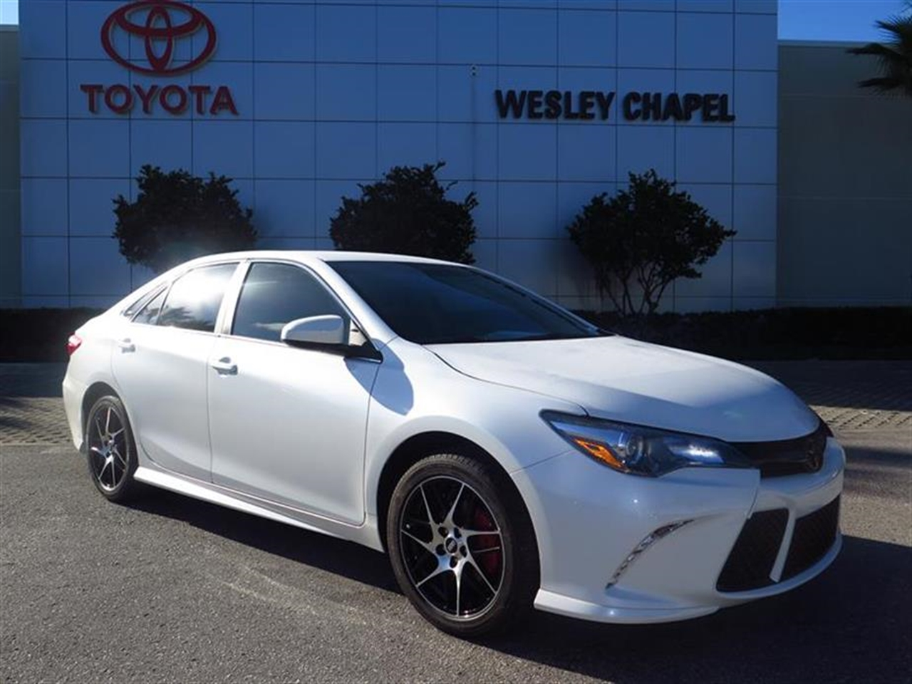 2016 TOYOTA CAMRY 4dr Sdn I4 Auto SE 0 miles 2 12V DC Power Outlets 5 Person Seating Capacity 6