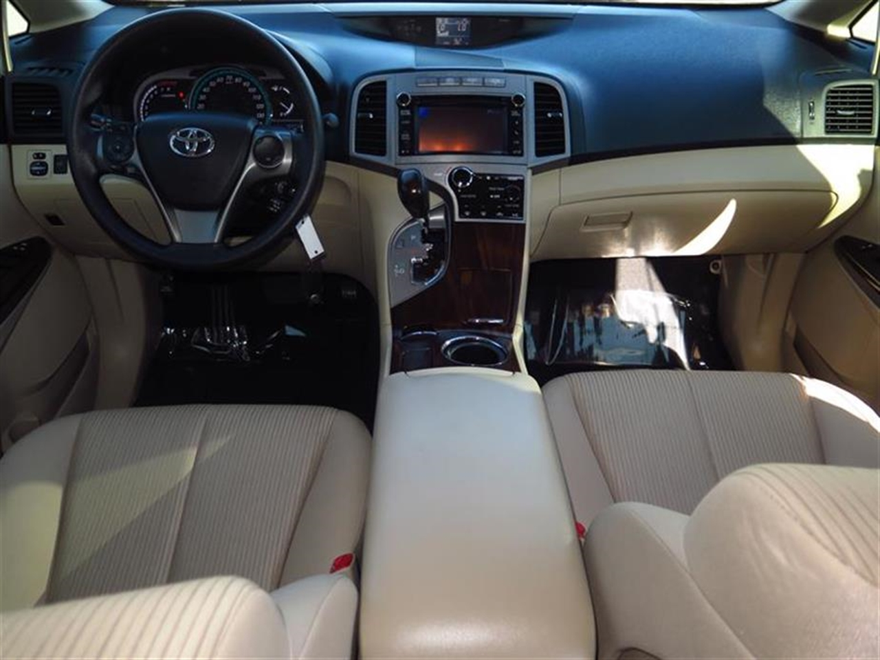 2014 TOYOTA VENZA 4dr Wgn V6 FWD LE 10330 miles 3 12V DC Power Outlets 5 Person Seating Capacity