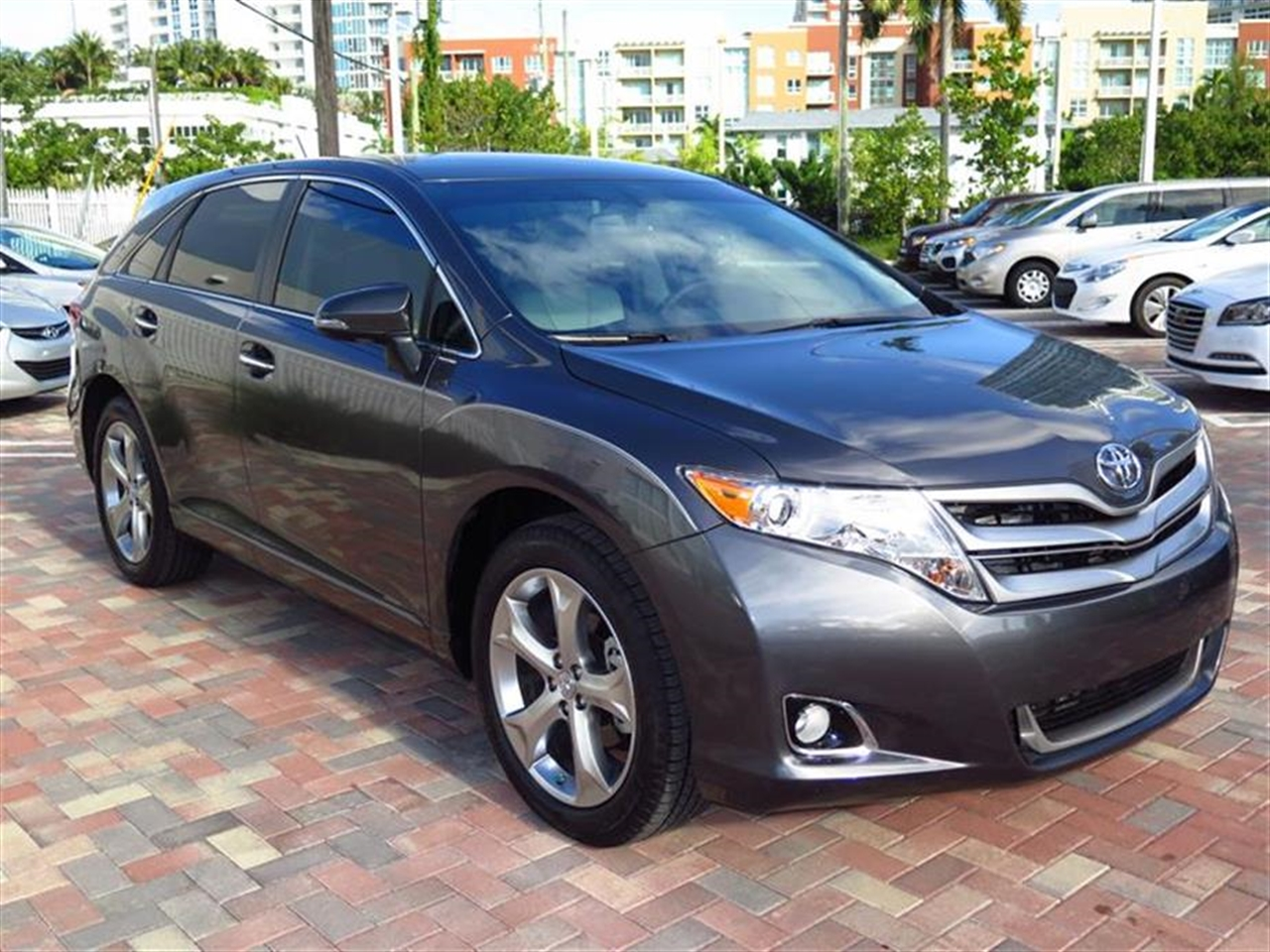 2015 TOYOTA VENZA 4dr Wgn V6 FWD XLE 2942 miles 3 12V DC Power Outlets 5 Person Seating Capacity