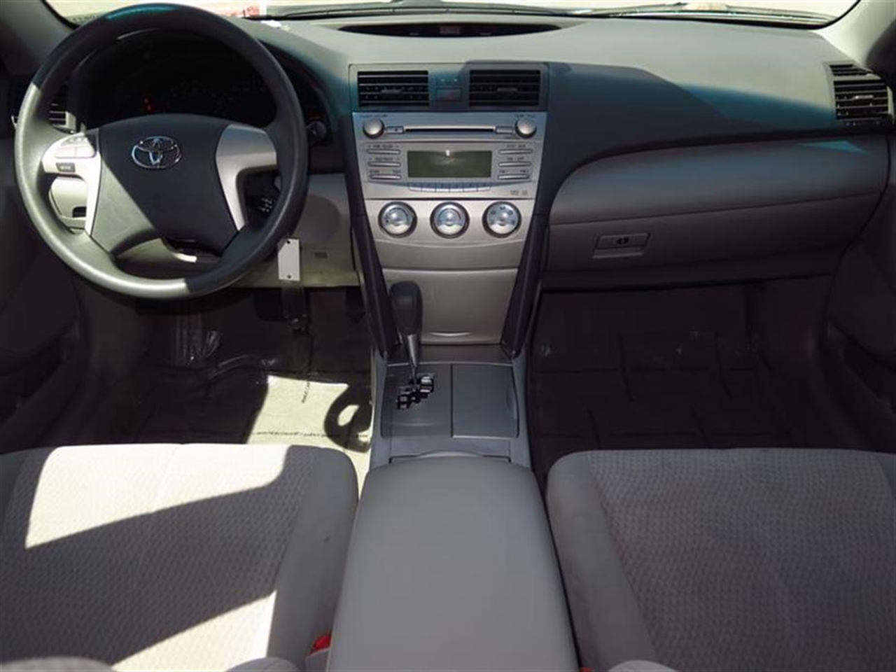 2011 TOYOTA CAMRY 4dr Sdn I4 Auto LE 50863 miles 2 12V aux pwr outlets 6040 split-folding lo