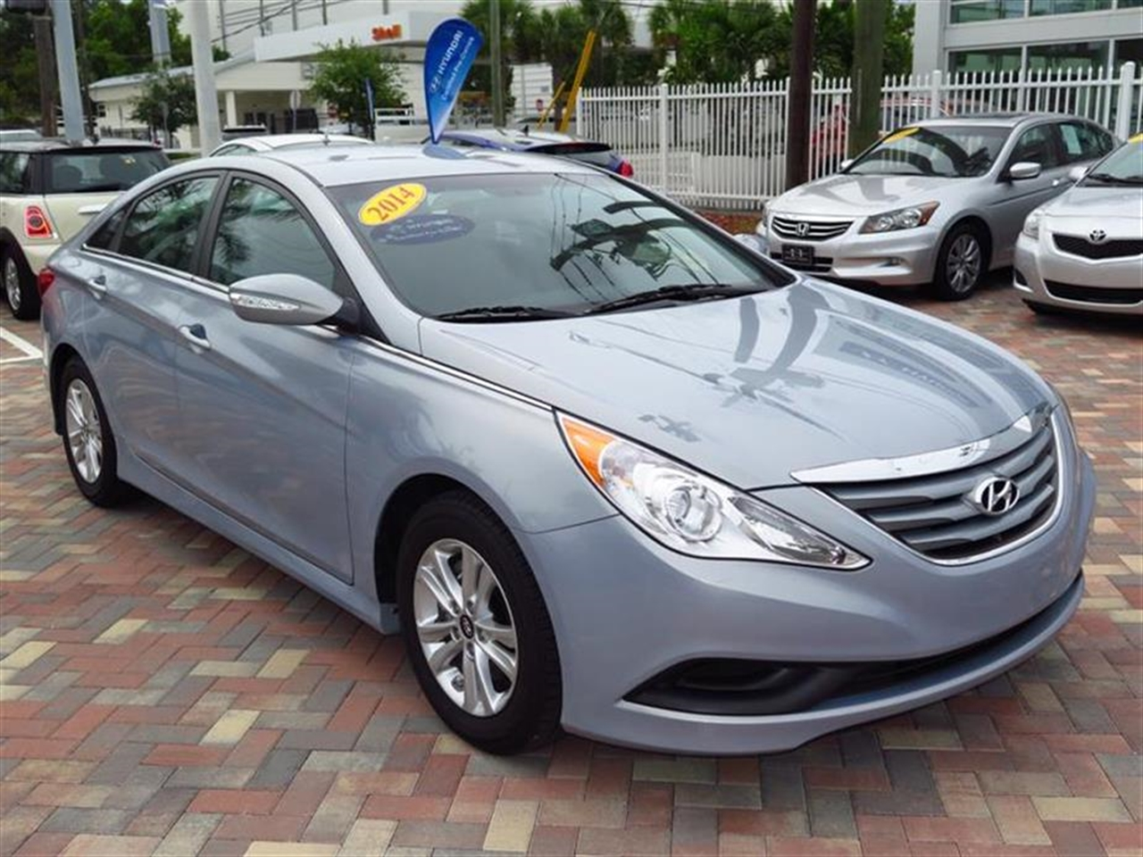 2014 HYUN SONATA 4dr Sdn 24L Auto GLS 9745 miles 2 12V DC Power Outlets 5 Person Seating Capaci