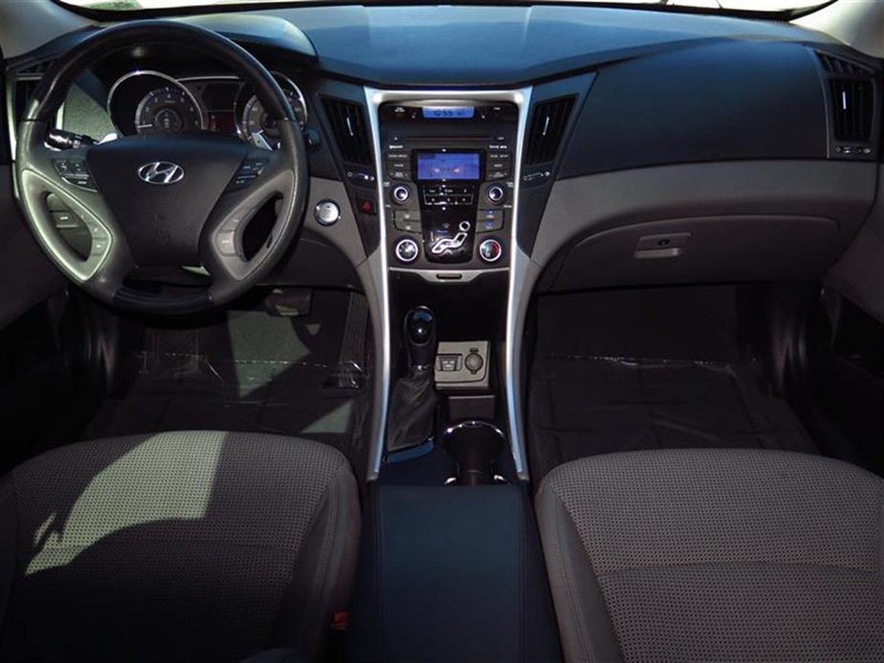 2013 HYUNDAI SONATA 4dr Sdn 24L Auto GLS Ltd Avail 46839 miles 2 center console mounted 12-