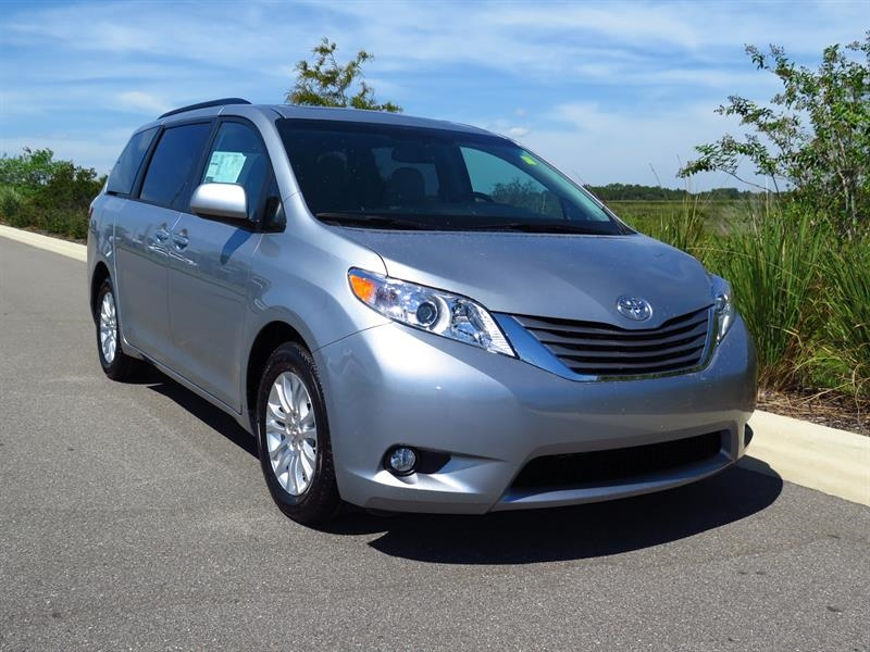 2015 toyota sienna xle 7 passenger auto access seat used cars in haines city fl 33844. Black Bedroom Furniture Sets. Home Design Ideas