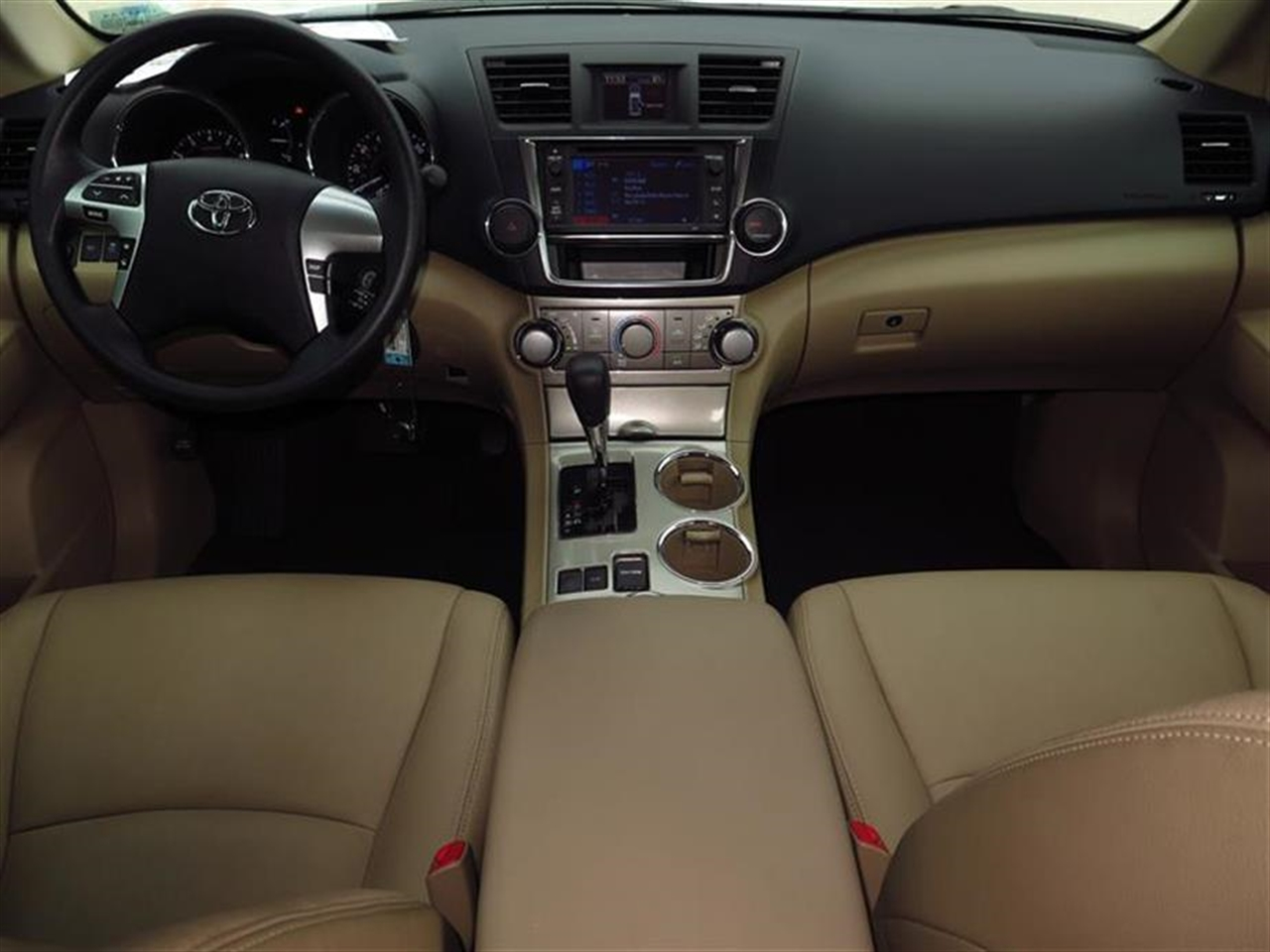2013 TOYOTA HIGHLANDER FWD 4dr I4 Plus 39391 miles 2nd row reading lamps 35 TFT multi-info dis