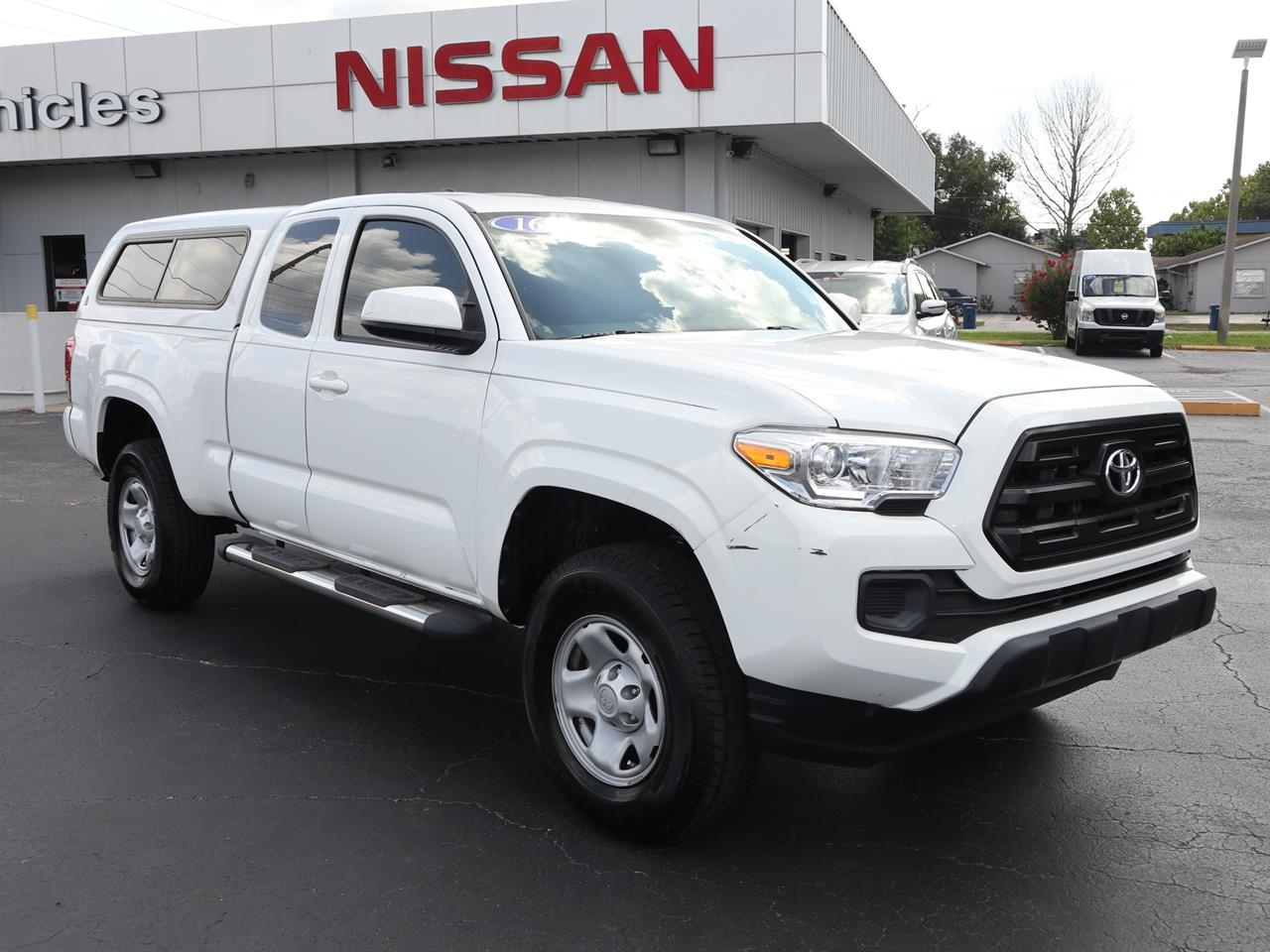 2016 TOYOTA TACOMA 2WD Access Cab I4 AT SR 0 miles 2 12V DC Power Outlets 4 Person Seating Capa