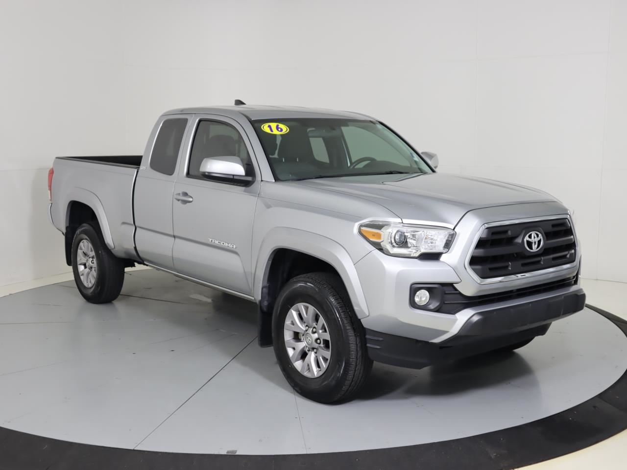 2016 TOYOTA TACOMA 2WD Access Cab I4 AT SR5 0 miles 2 12V DC Power Outlets 4 Person Seating Cap