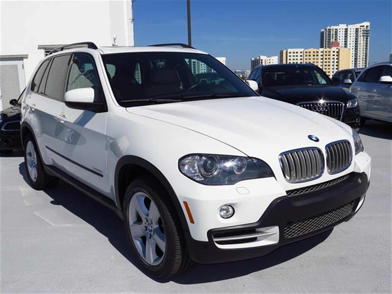 2010 BMW X5 AWD 4dr 35d 68488 miles 10-way power-adjustable drivers and passengers bucket seats an
