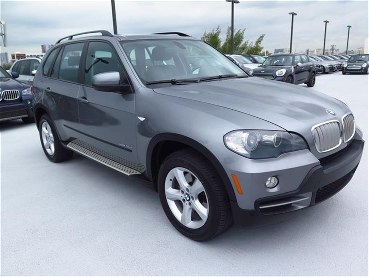 2010 BMW X5 AWD 4dr 35d 42392 miles 10-way power-adjustable drivers and passengers bucket seats an