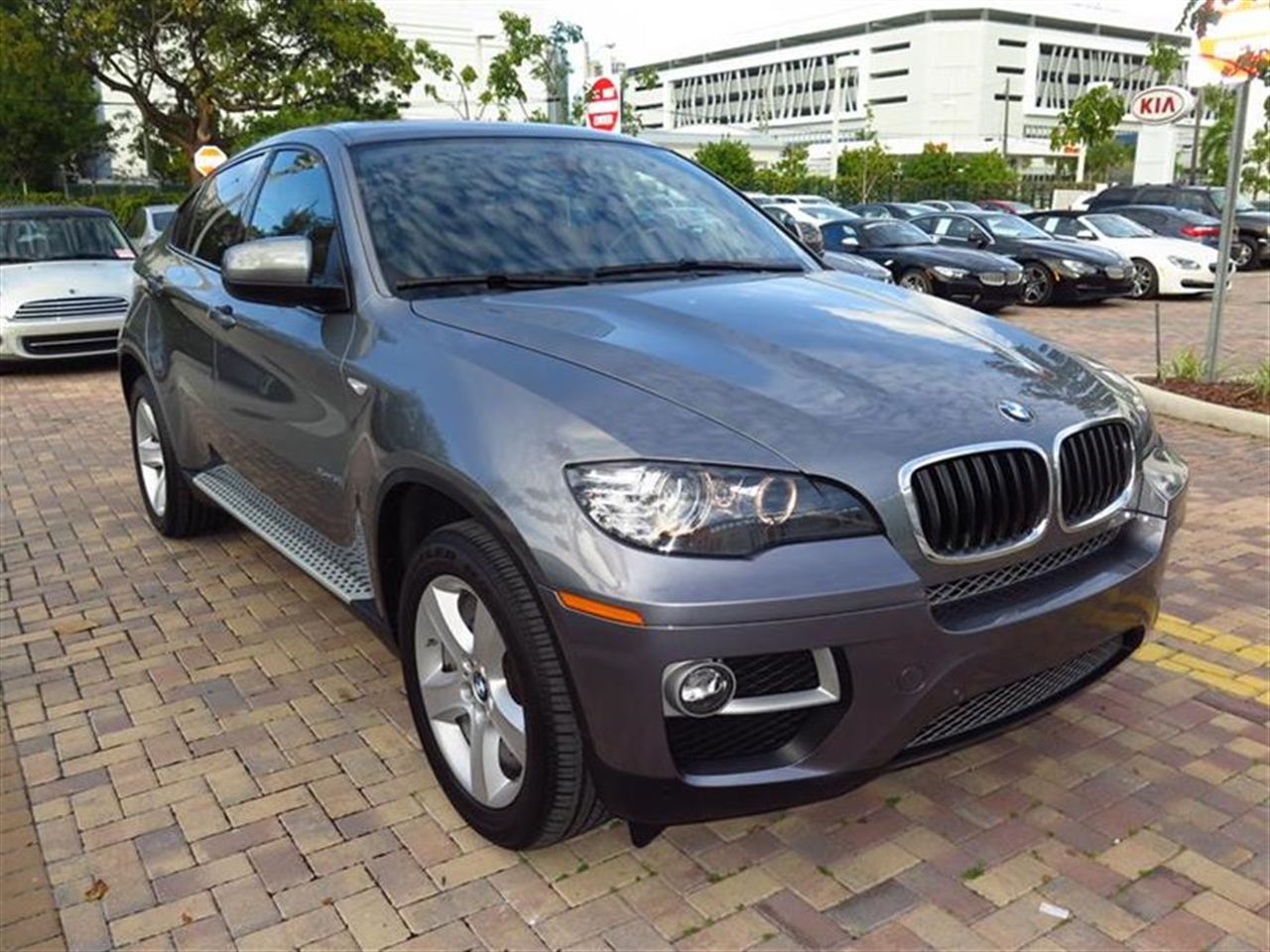 2013 BMW X6 AWD 4dr xDrive35i 9535 miles 10-way power front bucket seats -inc driver seat memory