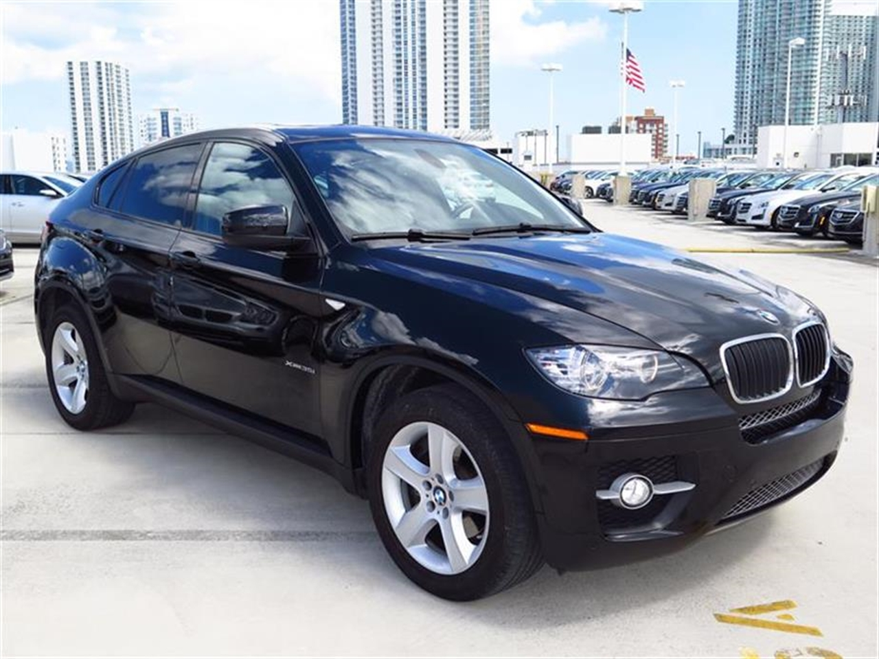 2012 BMW X6 AWD 4dr 35i 16479 miles 10-way power-adjustable drivers and passengers bucket seats an