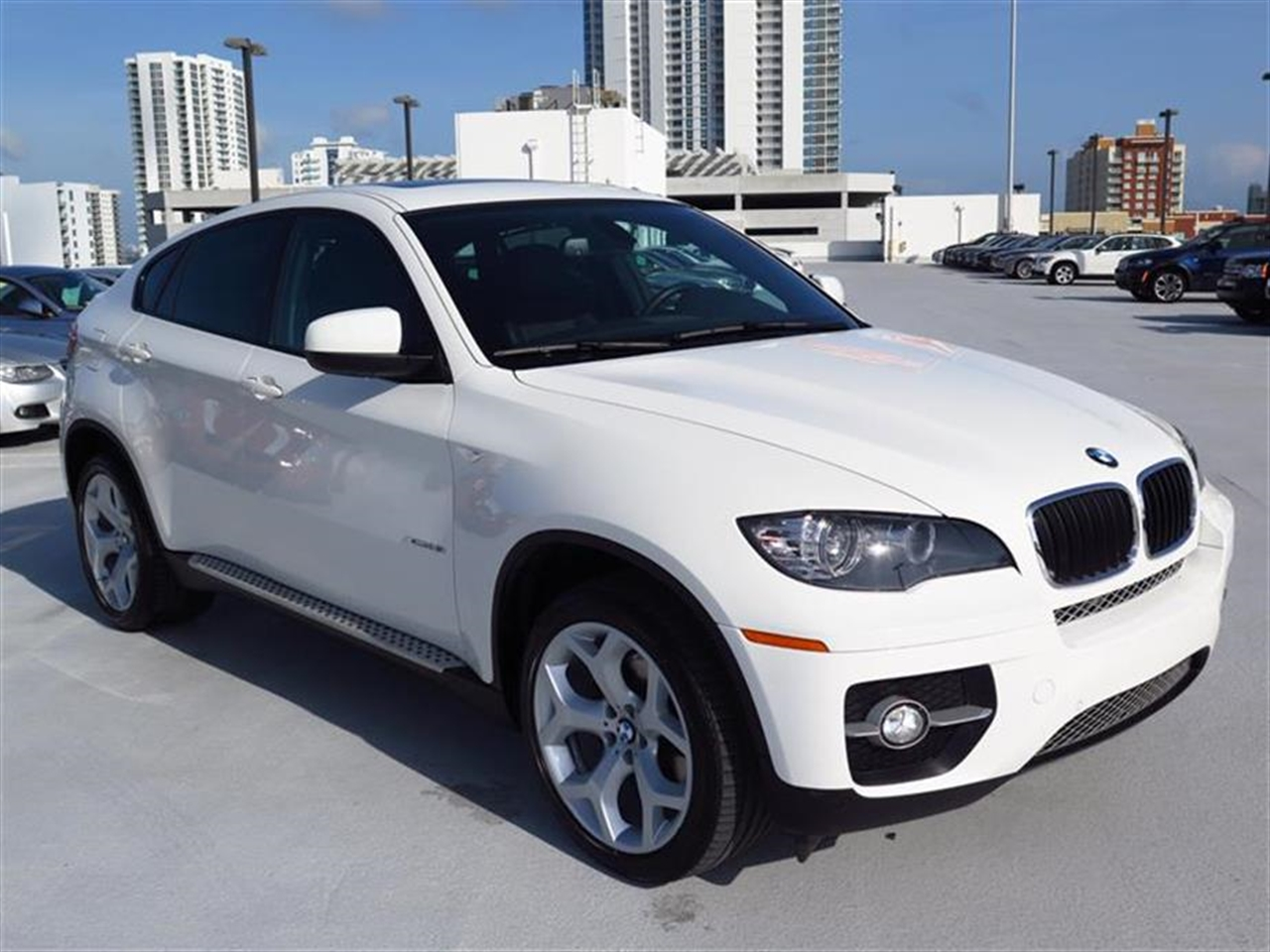 2012 BMW X6 AWD 4dr 35i 23906 miles 10-way power-adjustable drivers and passengers bucket seats an