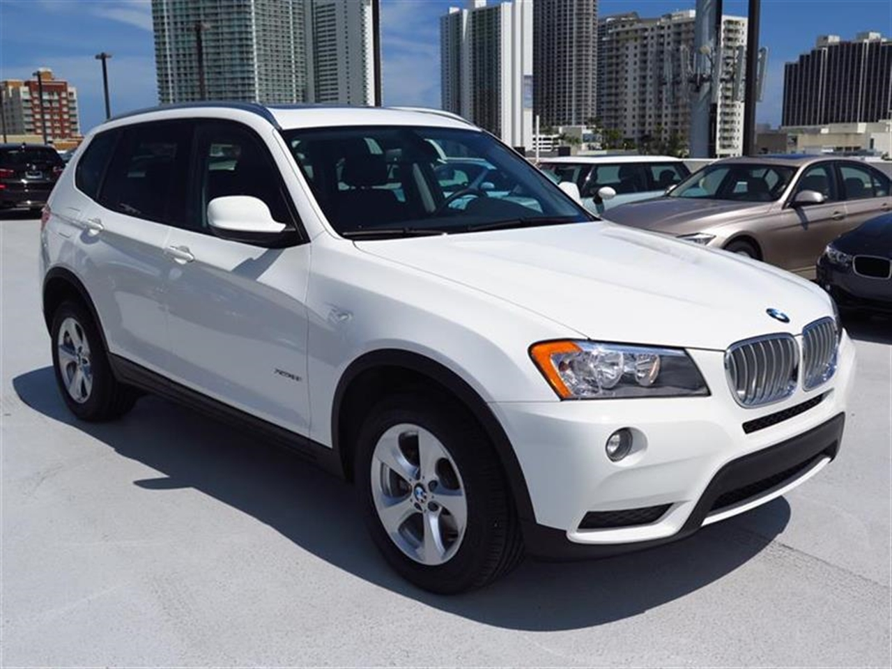 2011 BMW X3 AWD 4dr 28i 18348 miles 3-spoke leather-wrapped multi-function sport steering wheel w
