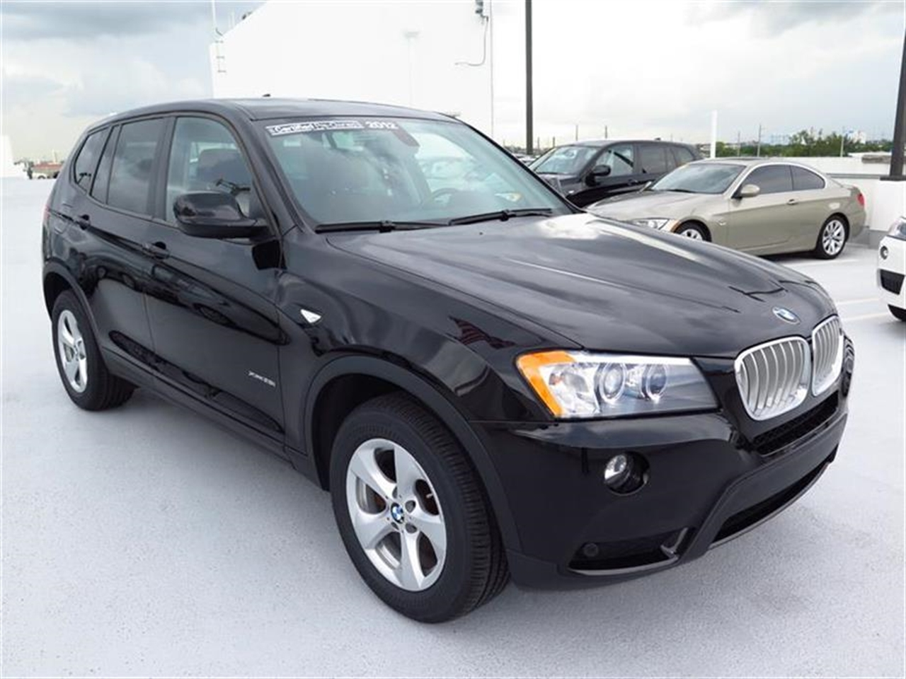 2012 BMW X3 AWD 4dr 28i 31619 miles 3-spoke leather-wrapped multi-function sport steering wheel wi