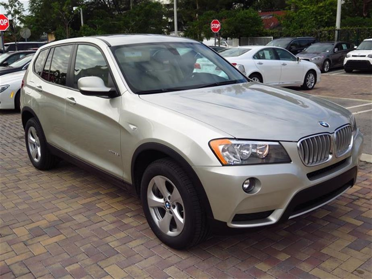 2012 BMW X3 AWD 4dr 28i 32842 miles 3-spoke leather-wrapped multi-function sport steering wheel wi