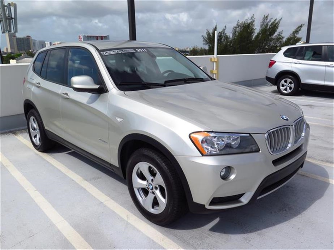 2011 BMW X3 AWD 4dr 28i 35967 miles 3-spoke leather-wrapped multi-function sport steering wheel wi