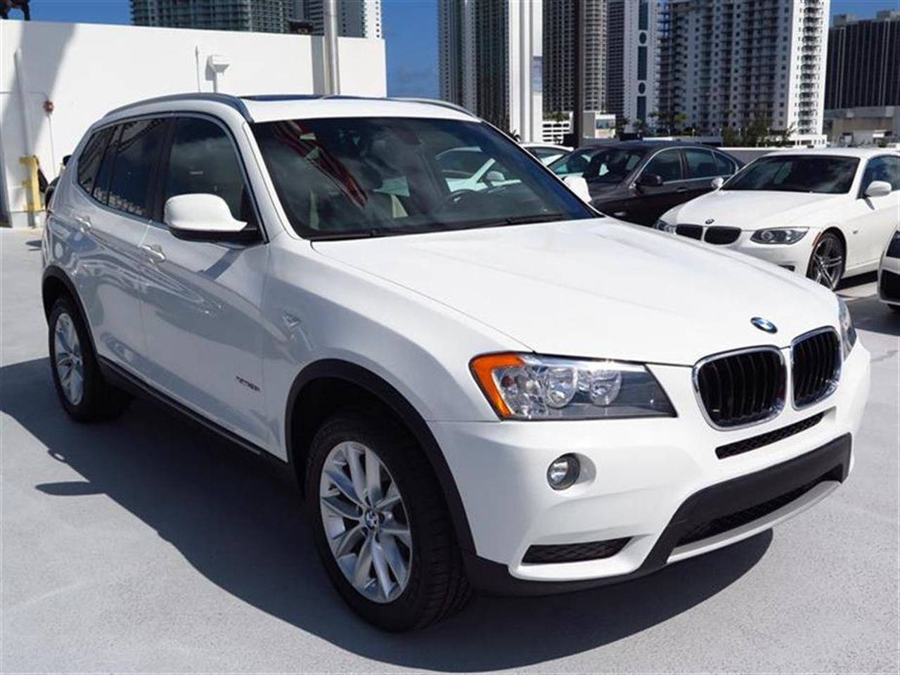 2013 BMW X3 AWD 4dr xDrive28i 26885 miles 3-spoke leather-wrapped multi-function sport steering w