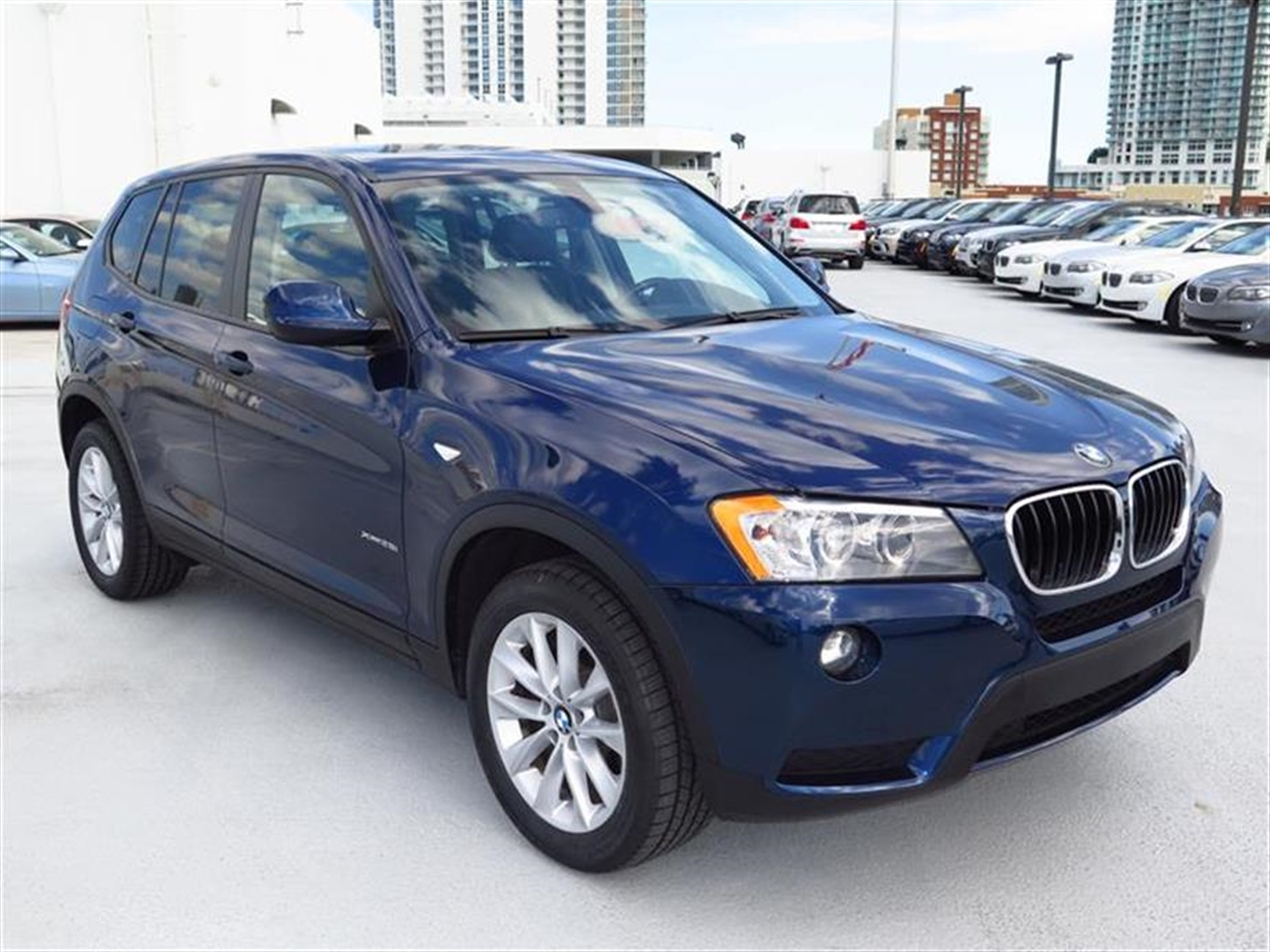 2013 BMW X3 AWD 4dr xDrive28i 26687 miles 3-spoke leather-wrapped multi-function sport steering w