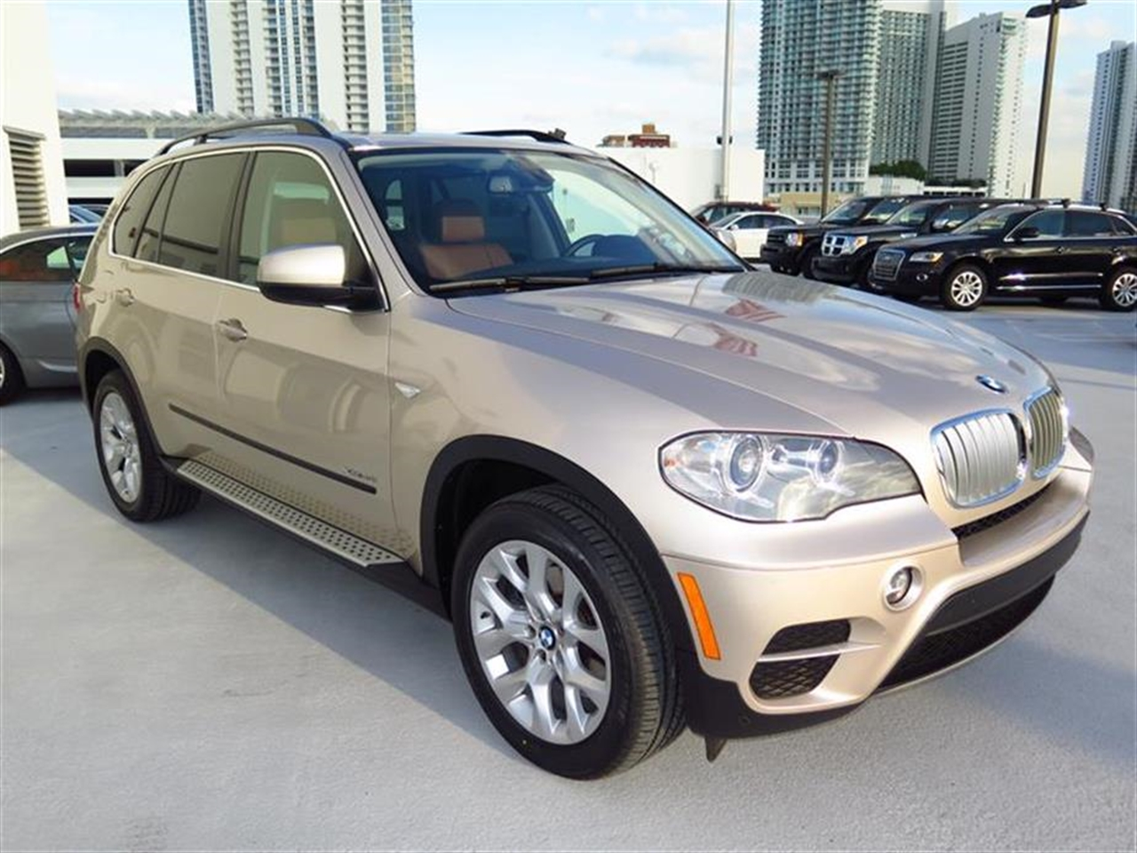 2013 BMW X5 AWD 4dr xDrive35i 16341 miles 10-way power-adjustable drivers and passengers seat -inc