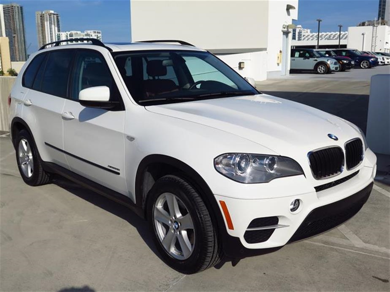2013 BMW X5 AWD 4dr xDrive35i 29890 miles 10-way power-adjustable drivers and passengers seat -inc