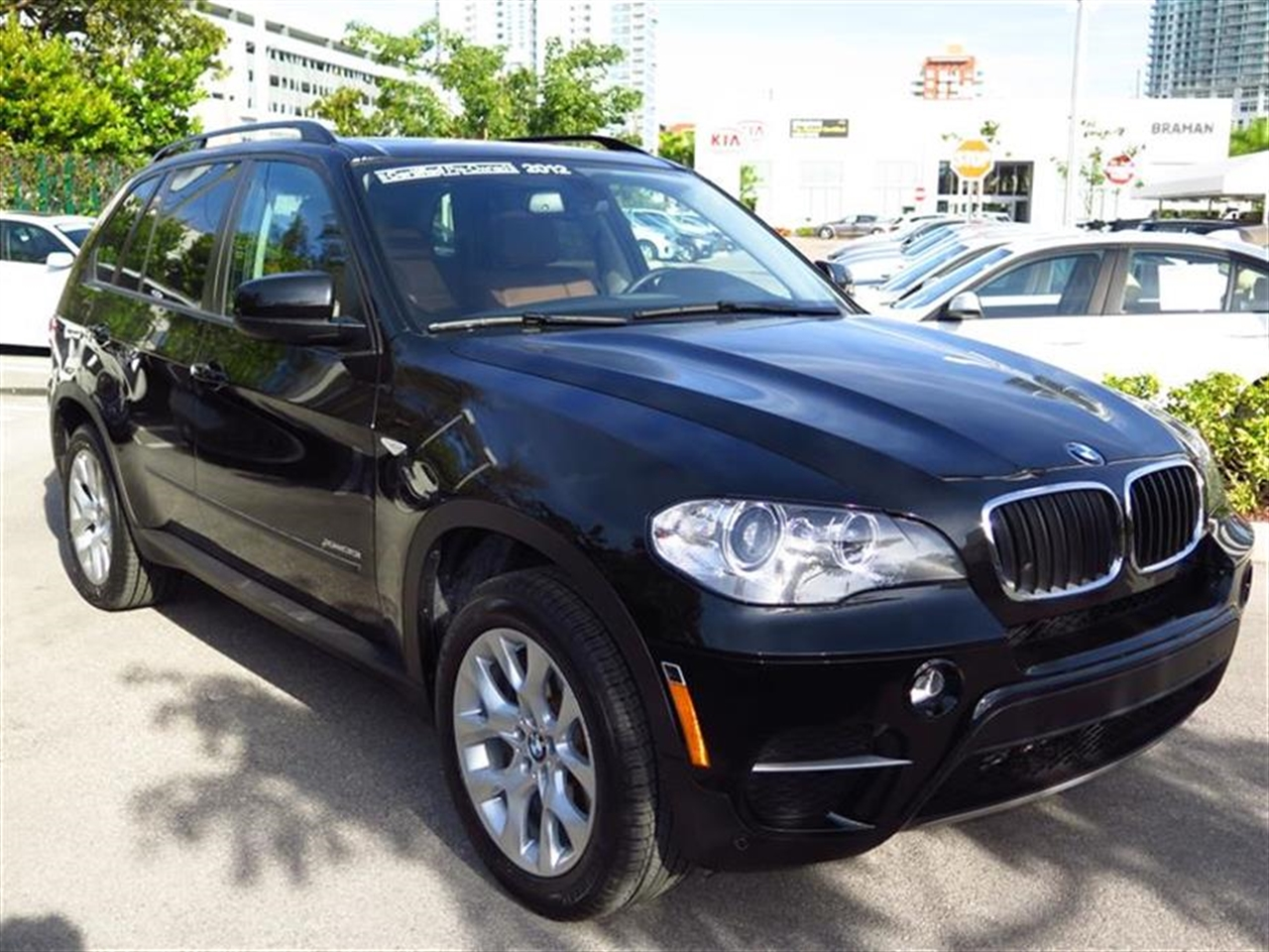 2012 BMW X5 AWD 4dr 35i Premium 13851 miles 10-way power-adjustable driver  front passenger bucke