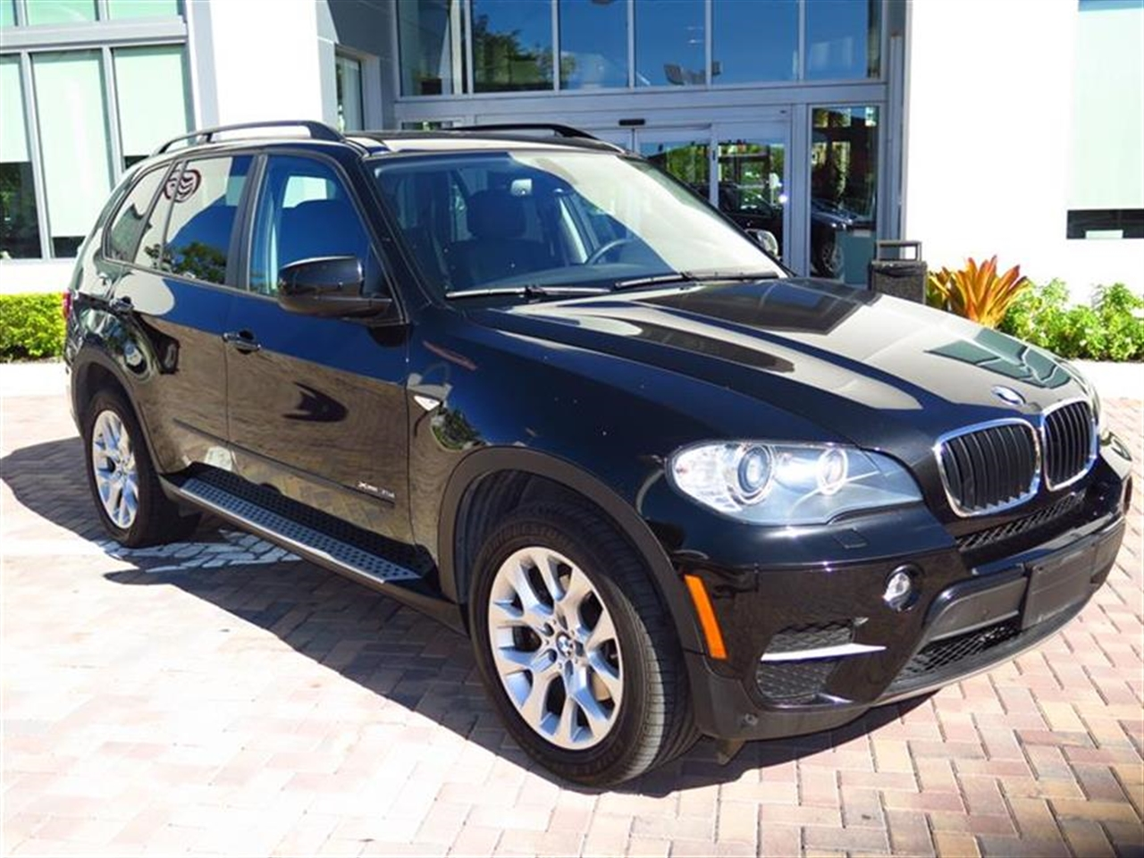2011 BMW X5 AWD 4dr 35i Sport Activity 49991 miles 10-way power-adjustable driver and passenger bu