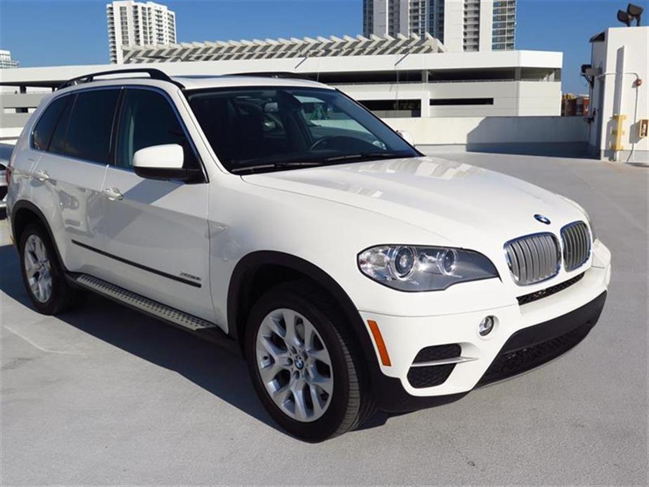 2013 BMW X5 AWD 4dr xDrive35i 19018 miles 10-way power-adjustable drivers and passengers seat -inc
