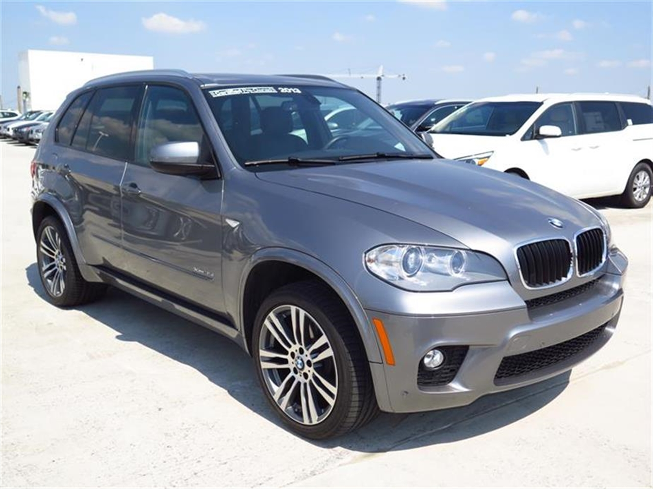 2013 BMW X5 AWD 4dr xDrive35i 28965 miles 10-way power-adjustable drivers and passengers seat -in