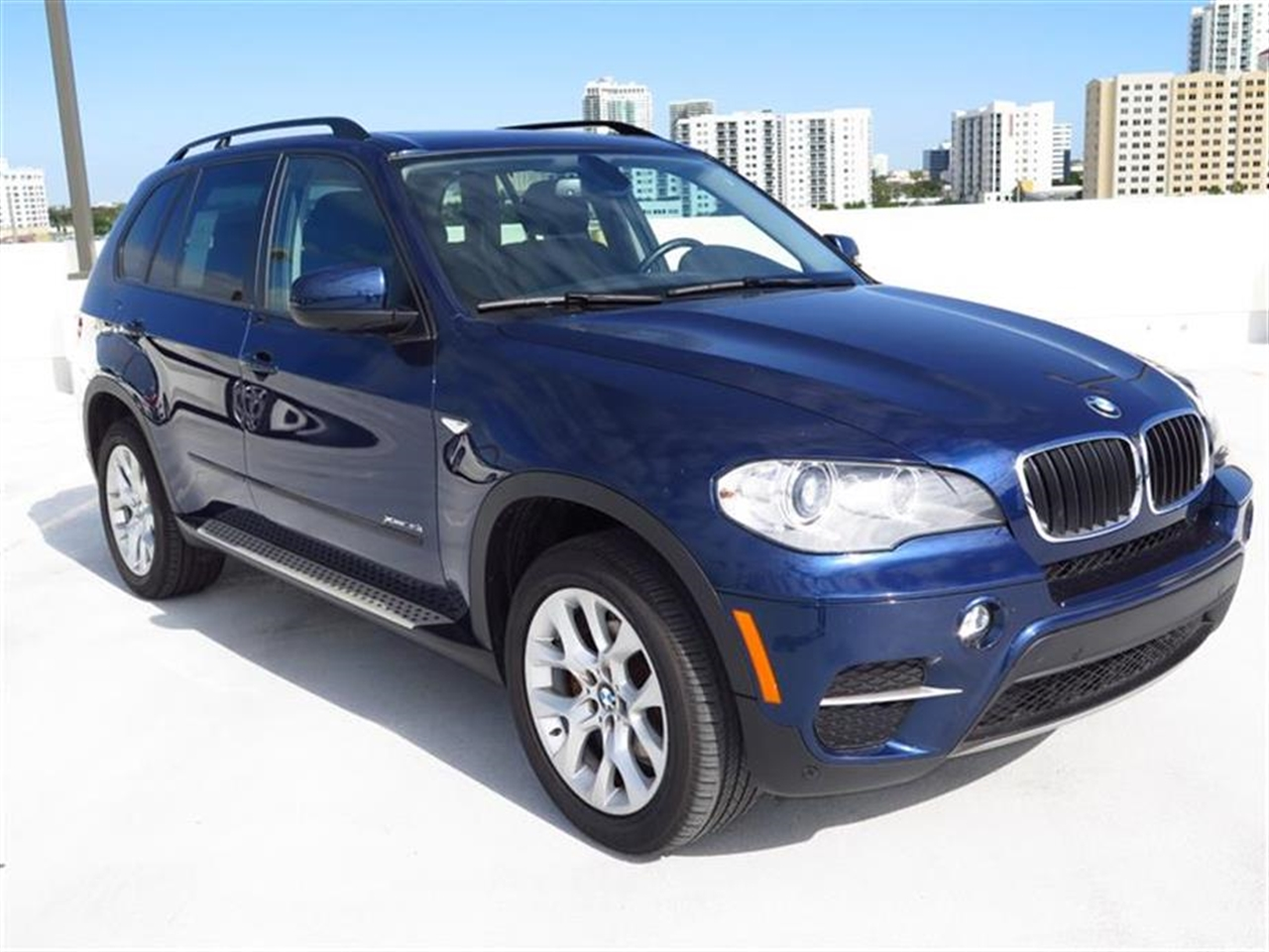 2012 BMW X5 AWD 4dr 35i 37314 miles 10-way power-adjustable driver  front passenger bucket seats