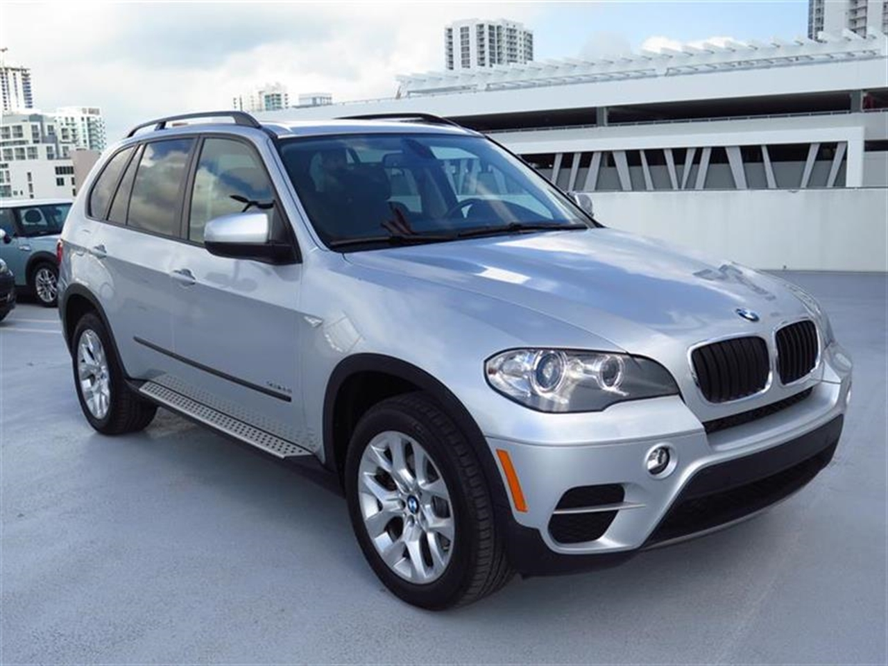 2012 BMW X5 AWD 4dr 35i 27813 miles 10-way power-adjustable driver  front passenger bucket seats