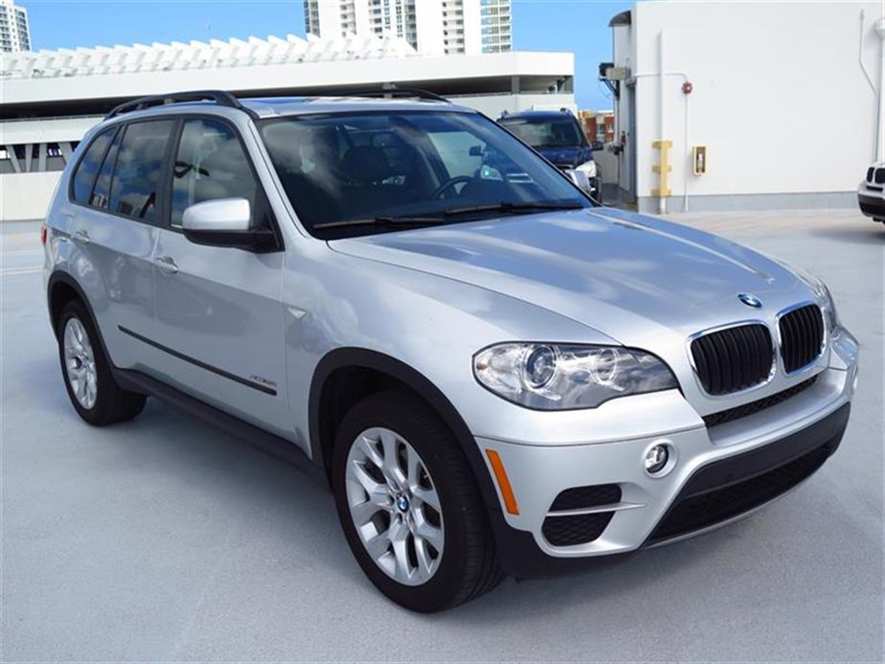 2012 BMW X5 AWD 4dr 35i 18249 miles 10-way power-adjustable driver  front passenger bucket seats