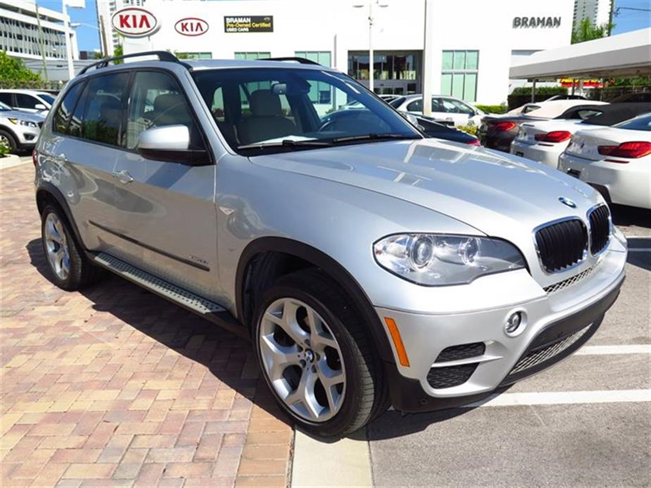 2012 BMW X5 AWD 4dr 35i 25883 miles 10-way power-adjustable driver  front passenger bucket seats