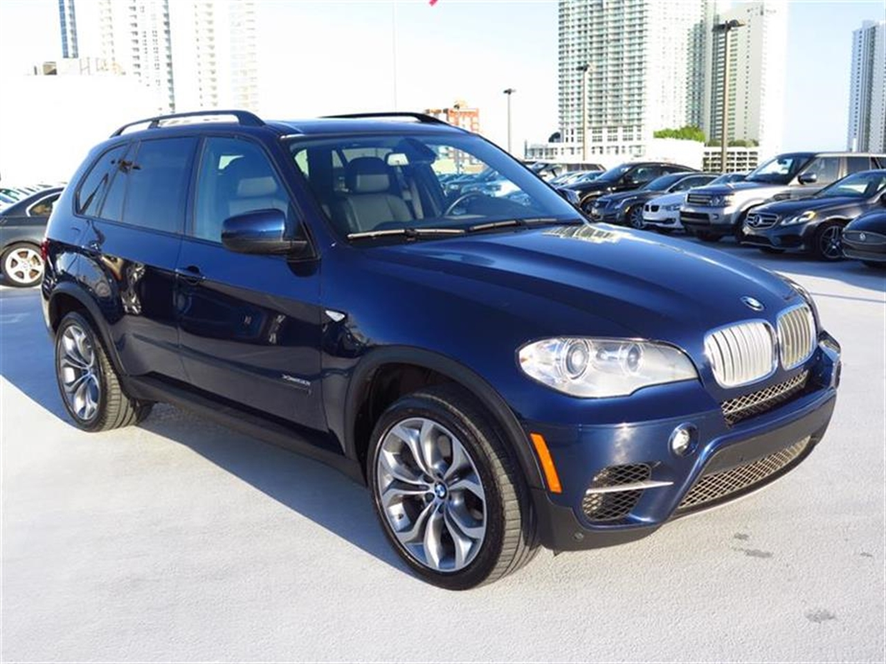 2012 BMW X5 AWD 4dr 50i 26267 miles 10-way power-adjustable driver  front passenger bucket seats