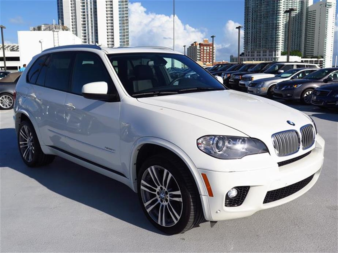 2012 BMW X5 AWD 4dr 50i 23627 miles 10-way power-adjustable driver  front passenger bucket seats