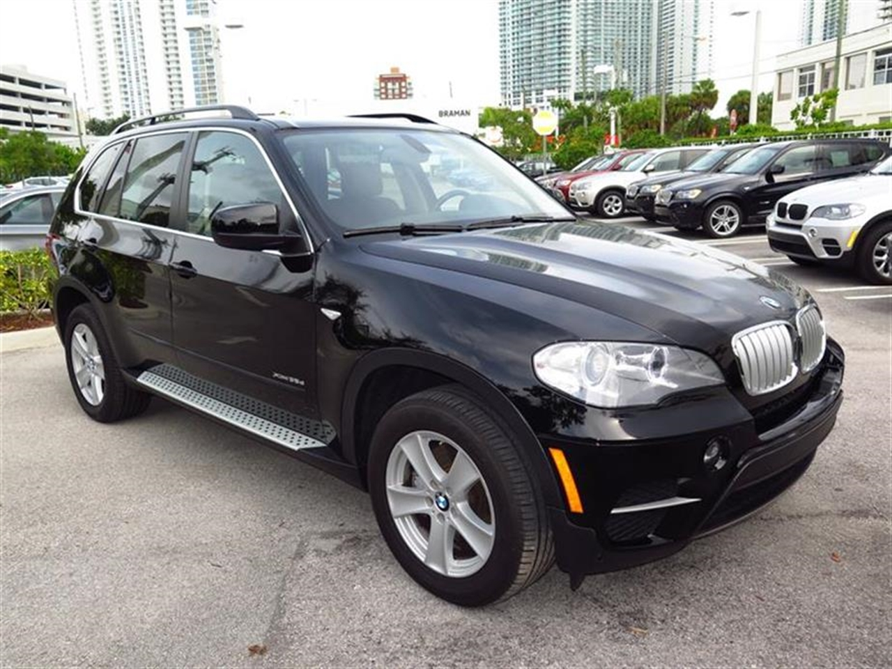 2013 BMW X5X35D AWD 4dr xDrive35d 6955 miles 10-way power-adjustable drivers and passengers seat -