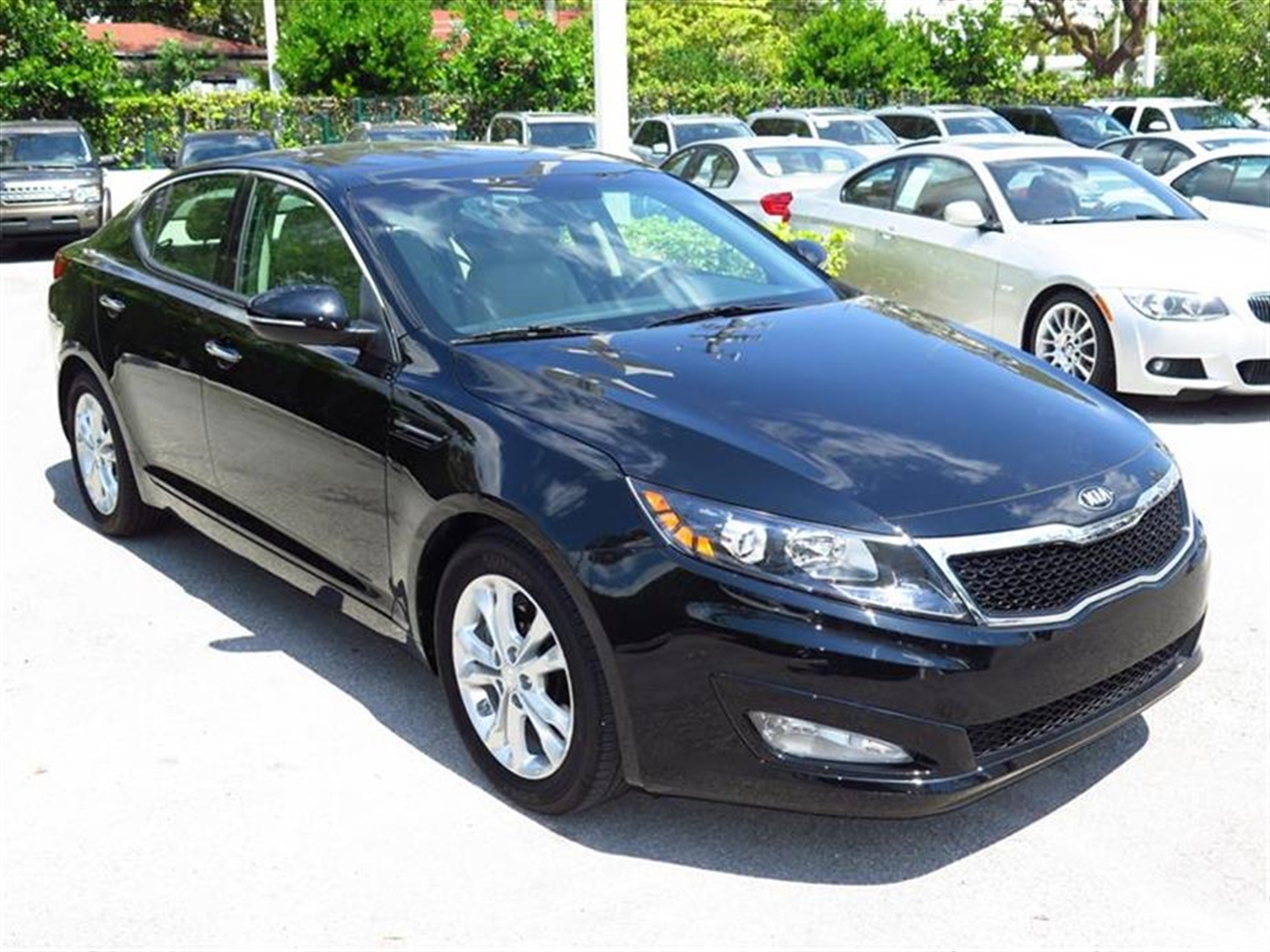 2013 KIA OPTIMA EX 4dr Sdn EX 3560 miles 2 aux pwr outlets 6040 split-folding rear bench seat